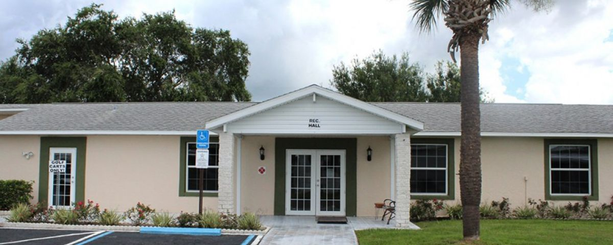Clubhouse Oakview mobile home community in Arcdia Florida