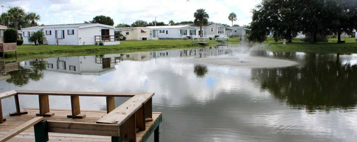 View of a lake Oakview mobile home community in Arcdia Florida