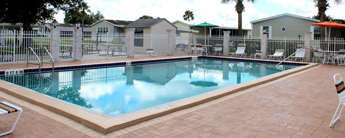 Community pool Oakview mobile home community in Arcdia Florida