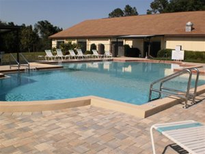 Clubhouse and pool at Nature's Edge manufactured home community in Lake Wales Florida
