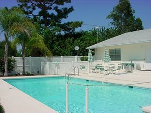 community pool at Villa del Sol manufactured home community in Florida